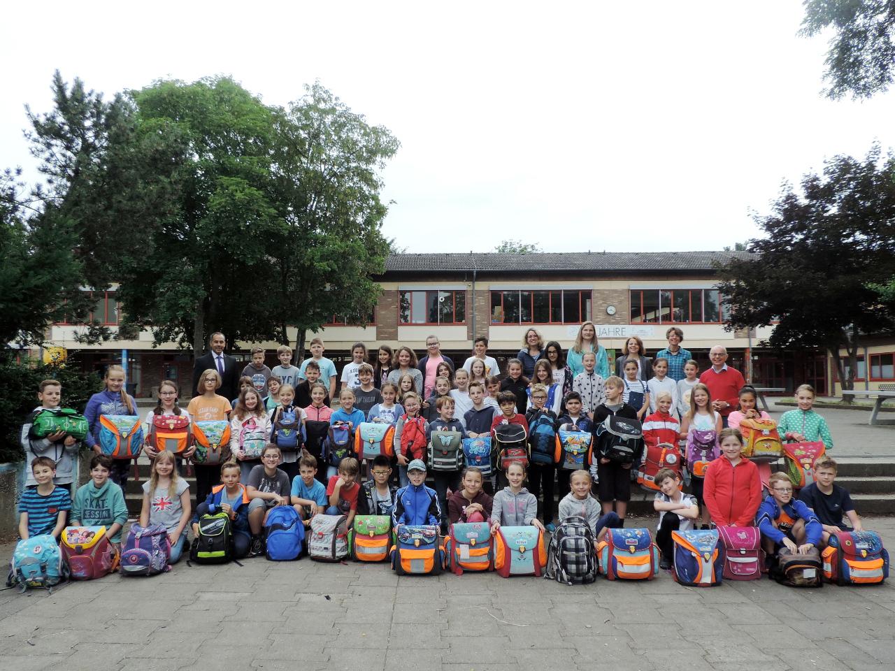 a9ff165c75f1c HvK- und Hartmutschüler packen Schulranzen für Kinder in Afrika